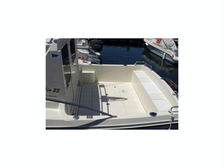 Giglio 23 in m scarlino barche a motore usate 56535 for Cabine di giglio selvatico